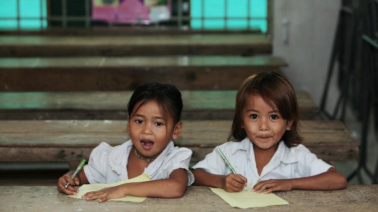 Foto da Flickr.com, Cambogia - Anch'io so leggere e scrivere! di Cifa Onlus