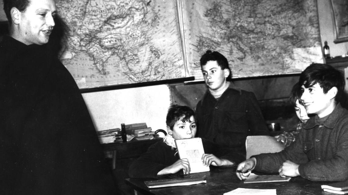 Dialogo in aula, 1958, fotografo dell'Europeo, Archivio FDLM