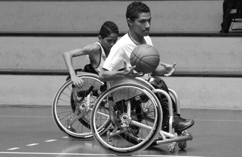 Da Flickr.com, basquete-em-cadeira-de-rodas_por_Fernando_Bisan, foto di Imagens Portal SESCSP, Licenza Creative Commons (CC BY-NC-ND 2.0)