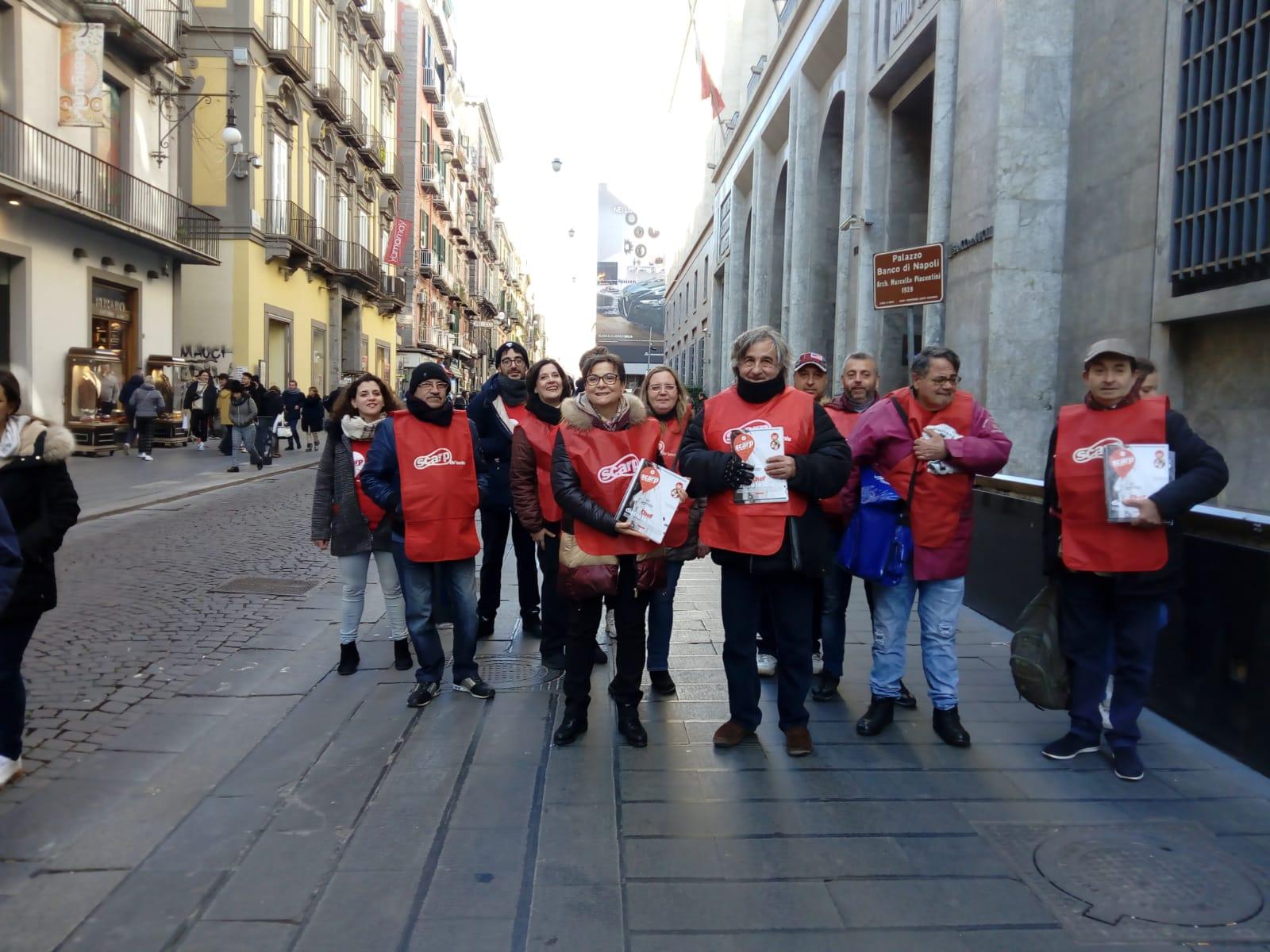 Un gruppo di venditori a Napoli