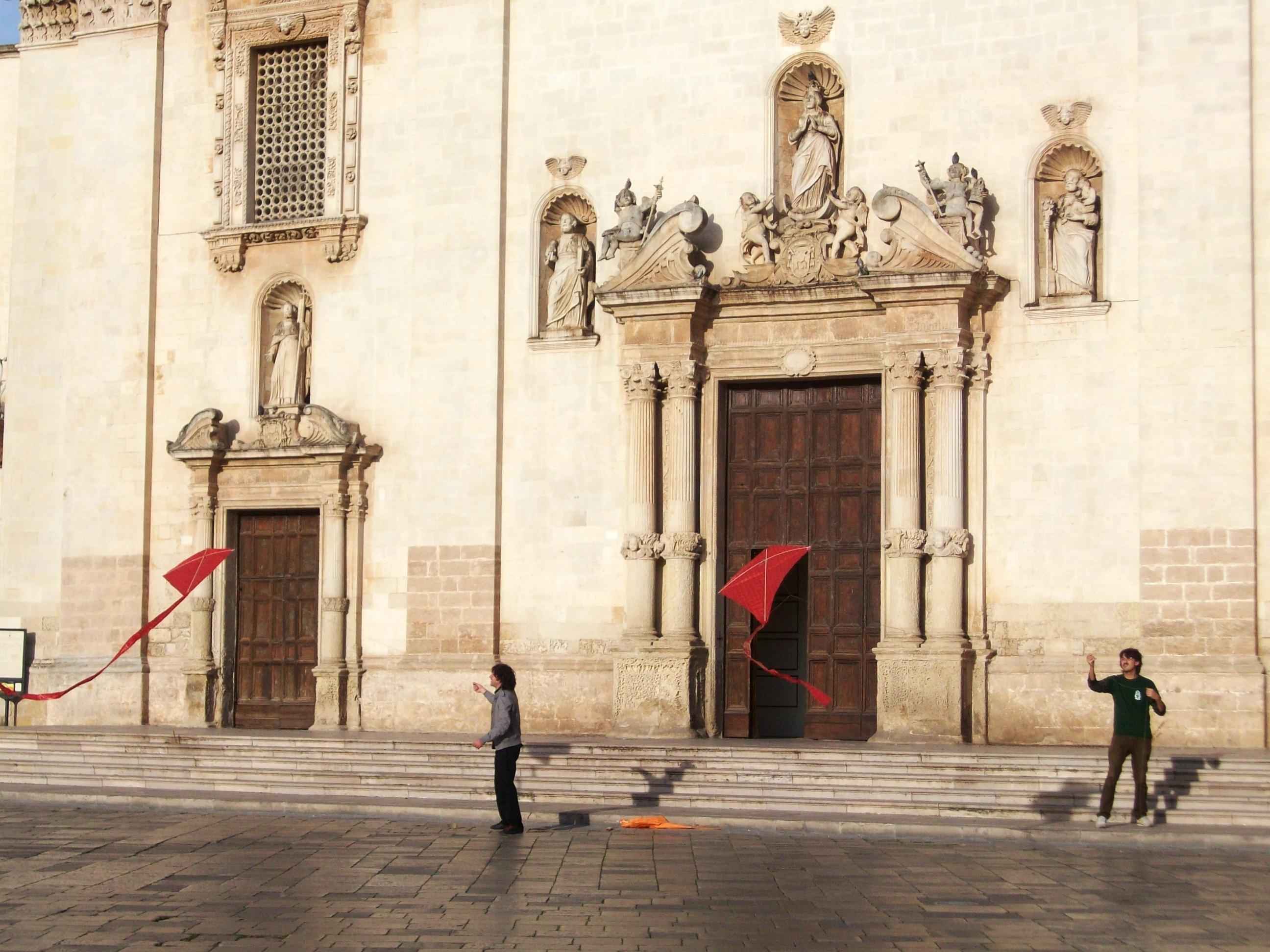 Foto di Salvatore Patera, Aquiloni in piazza a Galatina (LE), contest fotografico Fare Sud Insieme